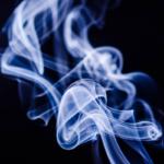 アイコスなどの加熱式たばこが増税、1本3.5円、1箱70円の値上げ、販売価格への影響は